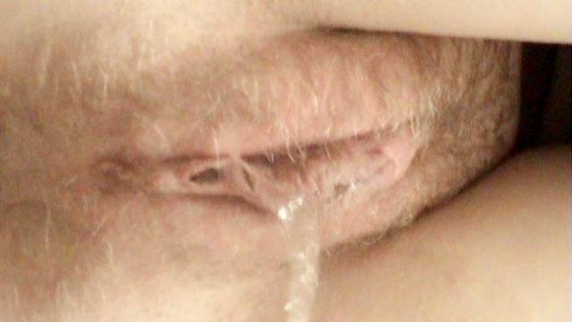 Amateur babe is pissing so sexy on the camera