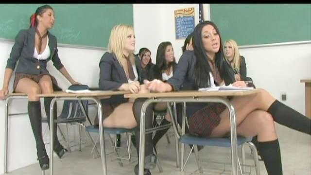 Hardcore schoolgirls are posing in the classroom
