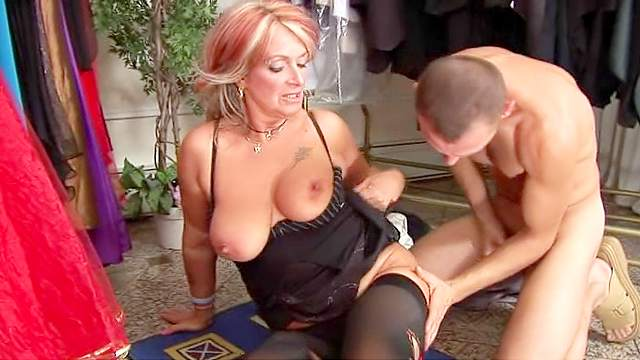 Mature babe is getting a nice facial