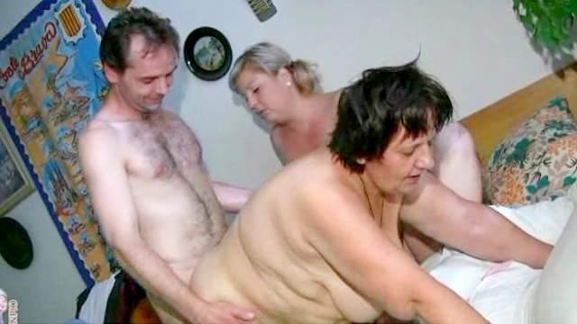 Fat women get laid in the bedroom