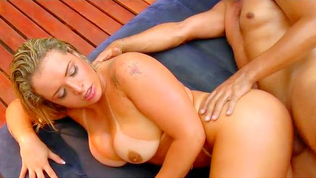 Bleached milf is fucking in the garden