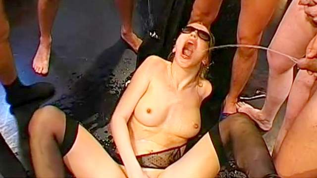 Seexy babes swallows piss with smile