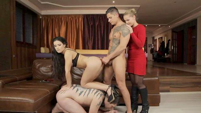 Dark-haired babe gives a sloppy blowjob
