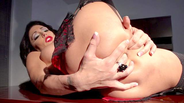 Jessica Jaymes shows off her perfect body