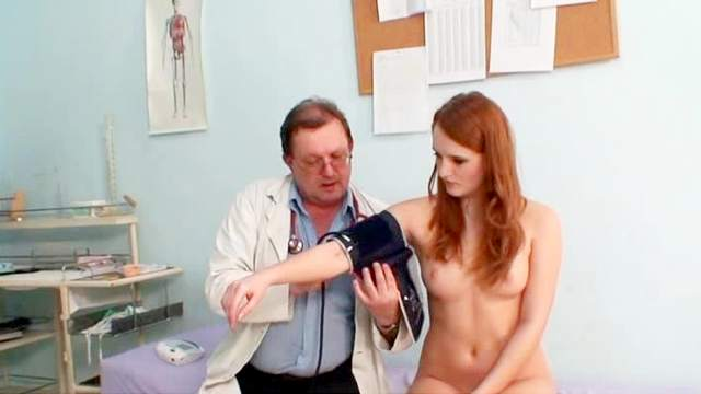 Denisa Heaven poses naked in front her doctor