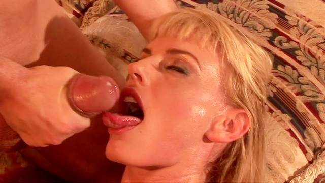 Blonde Darryl Hanah being fucked in her puss