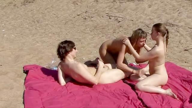 FFM sex on the sunny beach