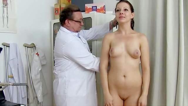 Студенты групповуха видео врач щупает вдвоем лиза энн