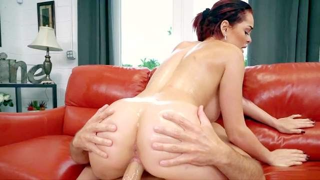 Skyla Novea, Sean Lawless