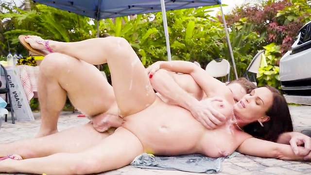 Hot mom tries outdoor sex with the pool guy