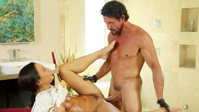 Tommy Gunn, Amara Romani