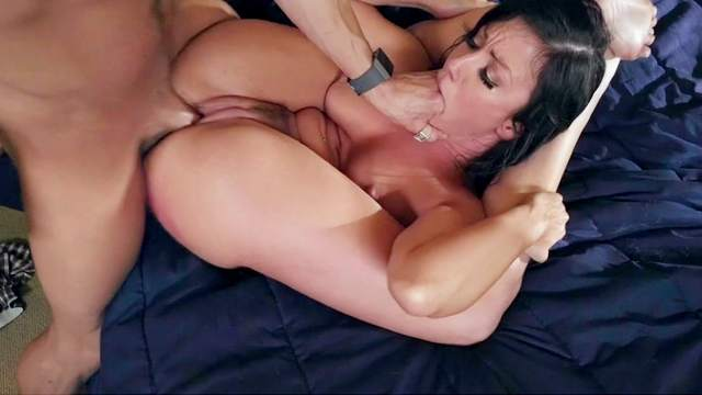 After sucking comes the fucking and mommy sure wants
