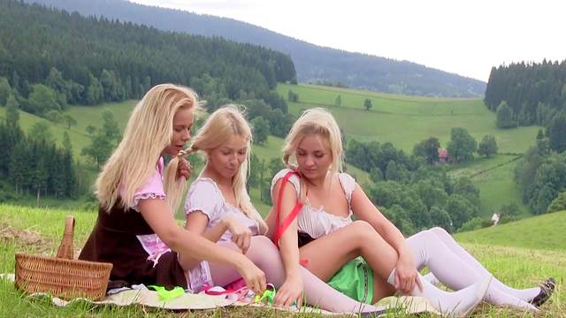 Cayla Lyons, Karol Lilien, Nikky Dream