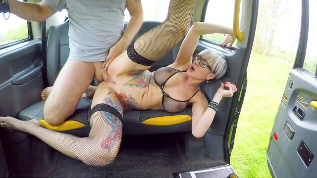 Slutty alt girl Tanya Virago sucks and fucks cabbie's huge cock