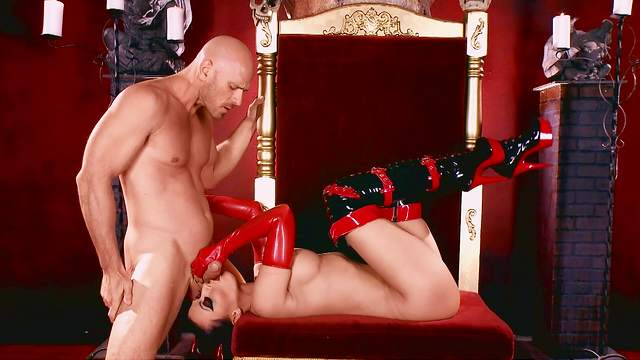 Nude woman gagged and roughly fucked in serious fetish scenes