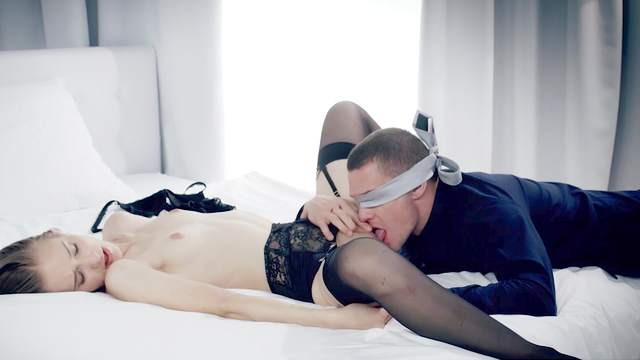 Blind folded boyfriend licks and shags her the right way