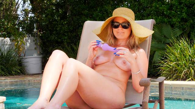 Poolside solo toy play with intriguing blonde babe Lisey