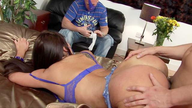 Spicy ass wife pumps a curvy dick up her love holes in plain cuckold