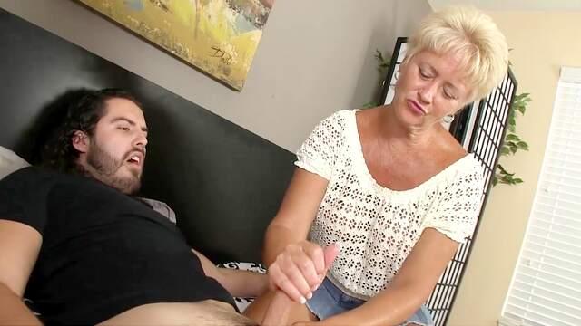 Auntie loves the nephew's hard cock