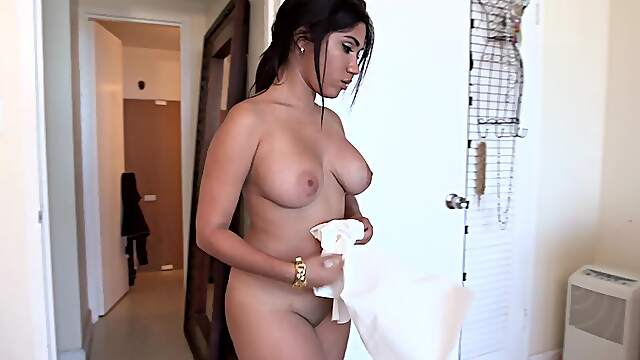 Curvy Latina gives proper head in advance to bending the ass