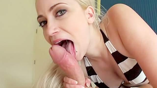 Curvy blonde in bikini blasted in the ass