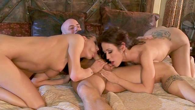 Capri Cavanni and Sadie Holmes loves to suck dick